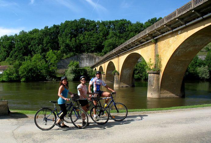aquitainebike-under the bridge
